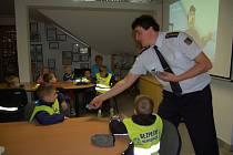 Děti z MŠ v Poděbradově ulici navštívily stanici domažlických profesionálních hasičů.