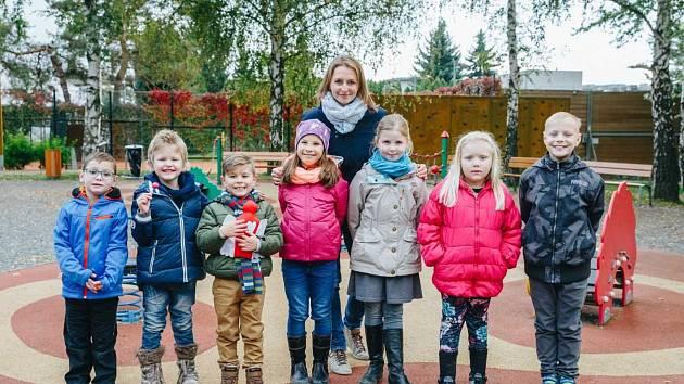 Šárka Procházková s dětmi, kterým pomohli dobří andělé.