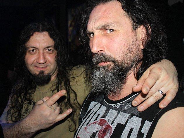 Na snímku zakládající člen Abyss Petr Faigl a zpěvák Jiří Berky.