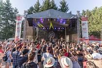 Kapely Dymytry i Harlej roztančily na Chodrockfestu tisíce lidí