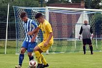 Fotbalisté Staňkova (na archivním snímku hráči v modrobílých dresech) čeká bitva podzimu - okresní derby s Holýšovem. Uspějí?