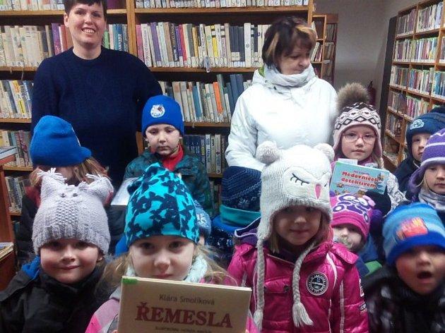 Děti se dozvěděly spoustu zajímavostí nejen o knihách, ale i o tom, jak se půjčují.