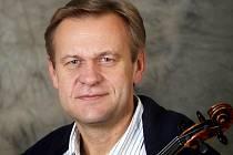 .Miroslav Vilímec,  koncertní mistr České filharmonie, předvede své umění na čtvrtečním koncertu v Domažlicích.