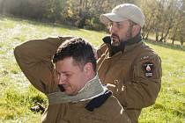 Amar Ibrahim vede kurzy přežití v přírodě. Byl s tím i v Show Jana Krause.