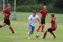 Memoriál Josefa Šerlovského 2020: Sokol Postřekov (v bílém) - FK Staňkov (v červeném) 1:1, PK 2:4.
