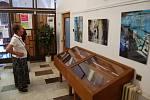 Vernisáž výstavy Jana Mathausera v domažlické knihovně.