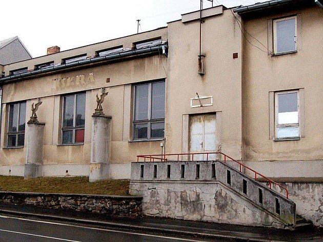 Sokolovna ve Kdyni se dočká opravy.