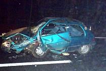 Zdemolované auto z nehody za Babylonem.