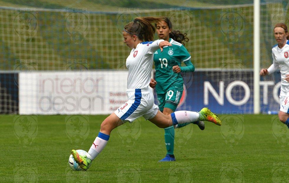 Česká fotbalová reprezentace žen U15 podlehla v Domažlicích Němkám.