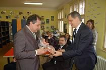 Návštěva ministra Jiřího Dienstbiera v poběžovické ZŠ.