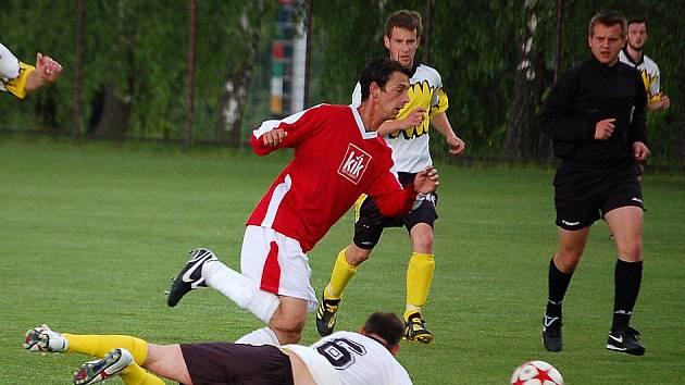 Fotbalisté Spartaku Klenčí v derby s Tatranem Chodov.