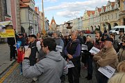 Demonstrace se uskutečnila v pondělí na náměstí Míru.