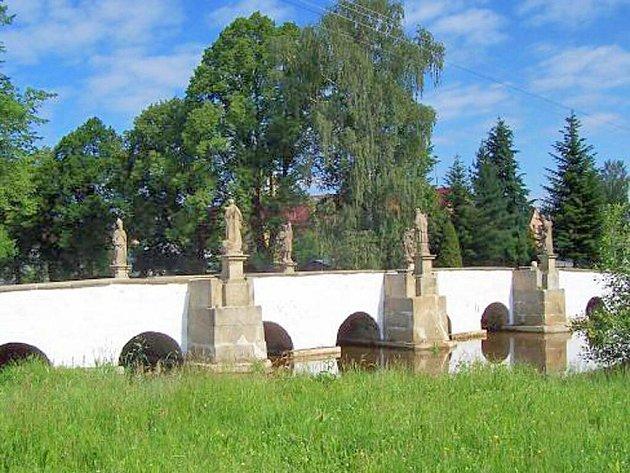 Barokní most v Bělé nad Radbuzou.