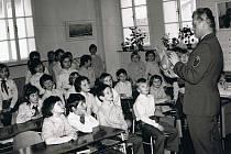 Milavečská škola - výuka branné výchovy, fotografie z 80. let 20. století.