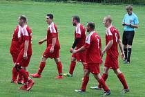Covid liga 2020 má dvě utkání posledního kola na programu v sobotu Osvračíně a domácí fotbalisté (na snímu) v druhém z nich změří své síly se Slavojem Stod.