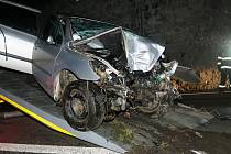 Čelní náraz způsobil škodu na autě za 60 tisíc korun.