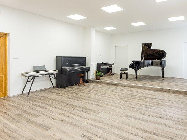 ZUŠ v Horšovském Týně se pyšní novým sálem