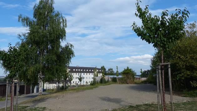 Po demolici kasárenských objektů vznikl v Klenčí volný prostor.