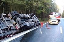 Z místa nehody rumunského kamionu.