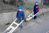 Kluci Babčanovi měli moderní motorizované drkačky.