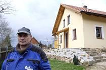 Karel Schuller a jeho dům, o který by mohl přijít.