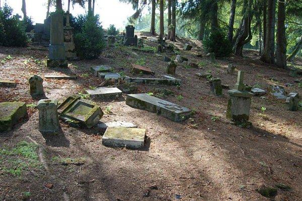Zvycházky do zaniklé obce Slatiny a na maxovský hřbitov.