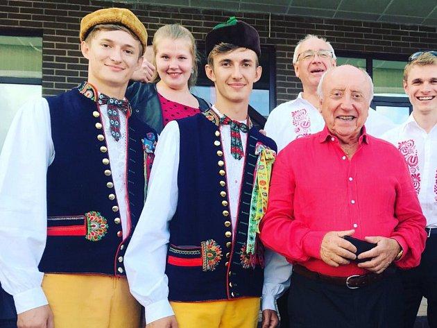 Pěvecké bratrské duo reprezentovalo naši republiku na Mezinárodním folklorním festivalu vRusku.