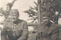 Jaroslav Lauda (vlevo) a Vojtěch Ret. Tato vzácná historická fotografie je jediná, která se zachovala.