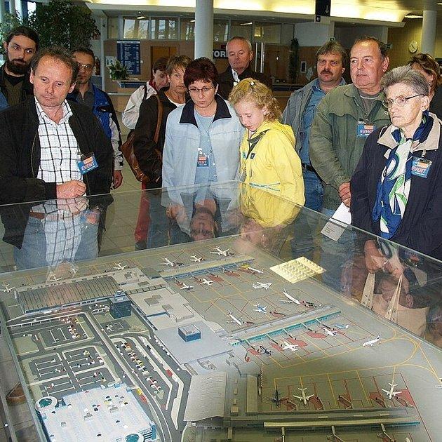 Prohlídka letiště začala u jeho modelu.