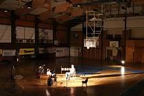 Z natáčení dokumentu o slavném období domažlického basketbalu.