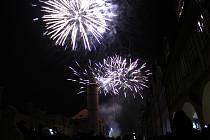 Ohňostroj se konal 1. ledna na náměstí Míru.