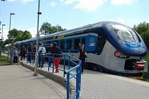 Nová vlaková souprava Regioshark v zastávce Domažlice-město.