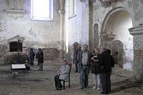 Noc kostelů ve Všekarech pomohla obrátit pozornost veřejnosti ke zchátralému kostelu sv. Barbory.