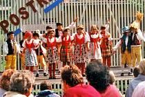 V poválečných letech pak vznikl také dětský soubor, který se po zániku podařilo obnovit. Foto: archiv OÚ Postřekov