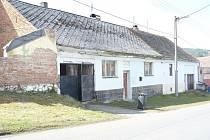 Rodina Matušových, která terorizuje obyvatele Strýčkovic, žije v tomto domě.