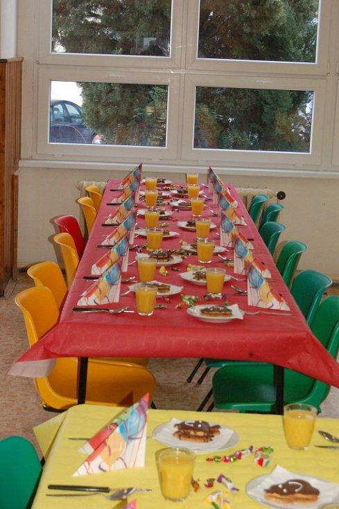 Slavnostní oběd domažlických prvňáčků.