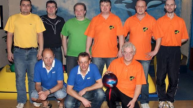 Z finále Domažlické bowlingové ligy 2011/2012mezi týmy Bowling a DSP.