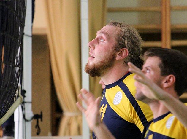 VOLEJBALISTY PROVÁZÍ SMŮLA. Tým Volejbalu Domažlice (na snímku kapitán Martin Kiesenbauer) decimují na začátku sezony zranění. Zápas v Příbrami nedohrál Vaňourek.