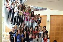 Společná fotografie žáků na výměnném pobytu.