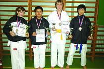 KARATISTÉ V CHODOVĚ. Na snímku jsou zleva: Marcela Horáčková, Tonda Nguyen, Adam Horáček a Michal Le Minh.