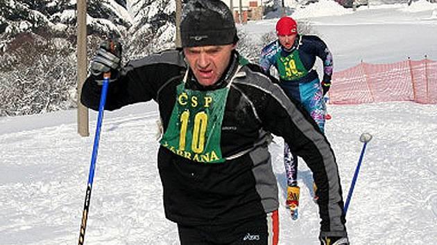 Z jednoho z minulých ročníků Chodské třicítky, nejstaršího závodu v běhu na lyžích v České republice.