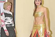 Návrhářka Iva Šimandlová se svým modelem pro miss.