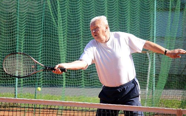 Oddílového turnaje Slavoje Koloveč se zúčastnil i šestasedmdesátiletý Václav Cozl.