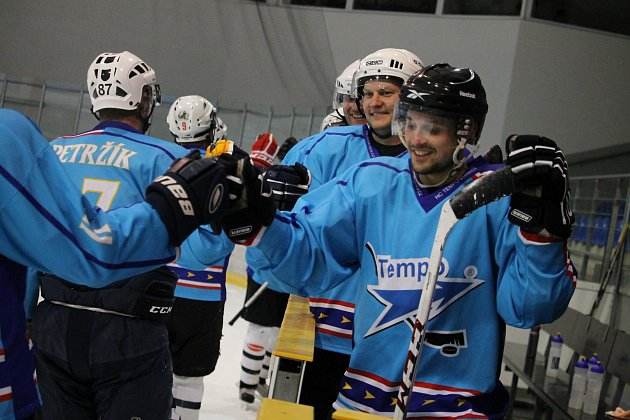 DESÁTÁ VÝHRA STAŇKOVA. Desátou výhru sezony si hokejisté Staňkova připsali nad Bezdružicemi.