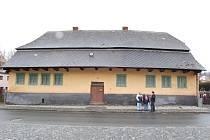 Dům číslo 89 je jednou z nejstarších staveb ve Kdyni. Pokud město najde peníze, mohla by být z něho čajovna.