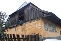 Dům č. 89 ve Kdyni, kterému se také říká Dům v kožichu, prochází rekonstrukcí.