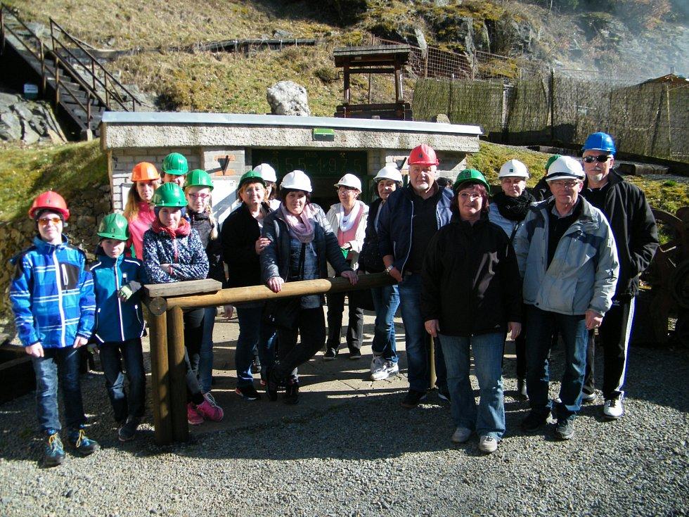 Před vstupem do dolu dostal každý návštěvník hornickou přilbu. Kromě klasické důlní techniky mohli nahlédnout i do nejvýznamnějšího důlního díla a svézt se historickým vlakem.