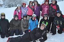 ŽÁCI A UČITELÉ ZŠ Komenského Domažlice absolvovali lyžařský kurz v minulém týdnu v Peci pod Sněžkou.