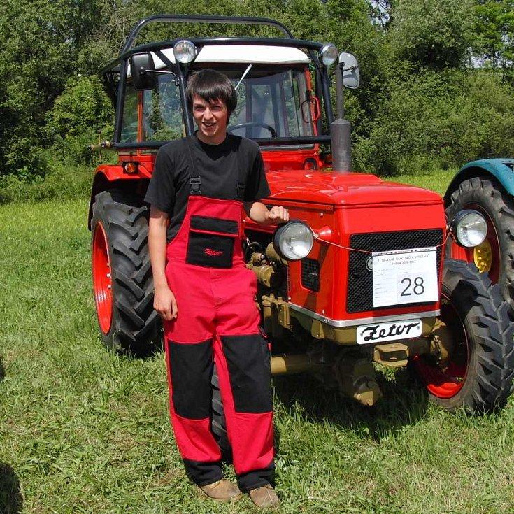 Z premiérového setkání traktorů v Sedlicích. Unikátní Zetor s předním náhonem. Představil nám ho Tomáš Vacek z Úsilova.