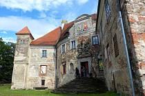 Výstavy rozzářily zámek, který čeká na rekonstrukci.
